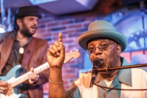 """El extraordinario pianista y cantante Kenny """"Blues Boss"""" Wayne en Béjar el sábado 10 de junio"""